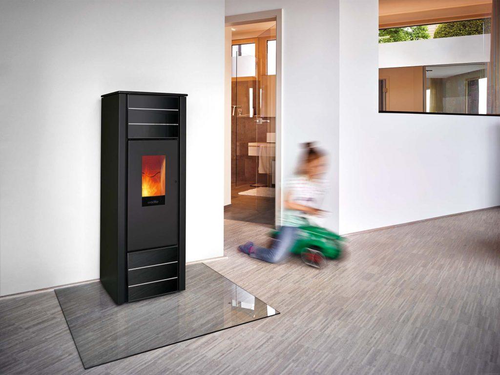 kamin und pelletofen waerme. Black Bedroom Furniture Sets. Home Design Ideas